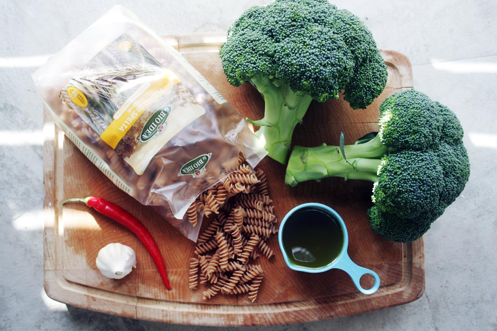 Spelt Pasta With Garlic Broccoli Veggie Very Much