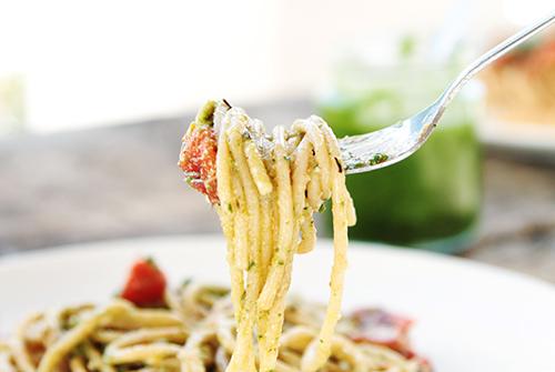 Spaghetti met pesto en cherry tomaatjes